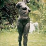 Draaiende vrouw - brons 180 cm